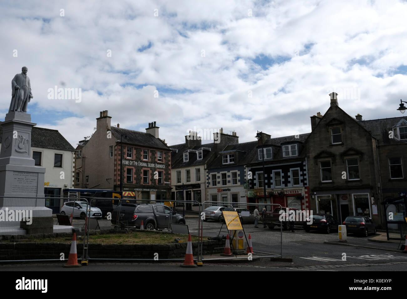 Market Place, Selkirk, UK. 22nd Aug, 2017. Selkirk Streetscape Regenaration Streetscape works in Selkirk Market Stock Photo
