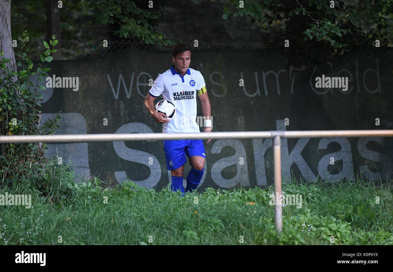 Kai Kleinert (KSC2) holt den Ball aus dem Gebuesch.  GES/ Fussball/ Oberliga: Karlsruher SC 2 - SV Spielberg, 23.08.2017 | Verwendung weltweit - Stock Image