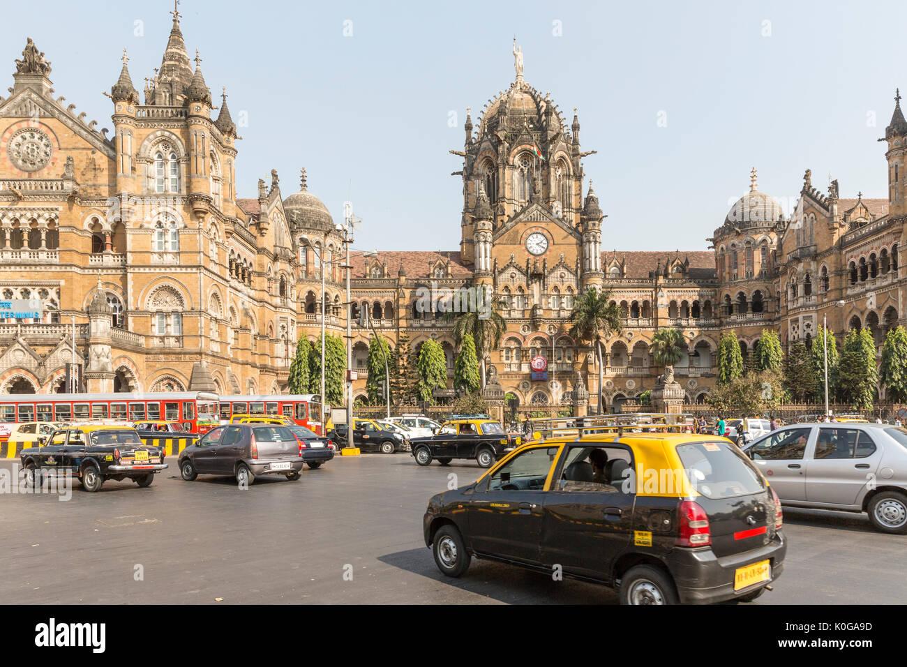 Mumbai, Maharashtra, India - 1 December 2012: Swarm of Taxis in front of Chhatrapati Shivaji Terminus Railway Station - Stock Image
