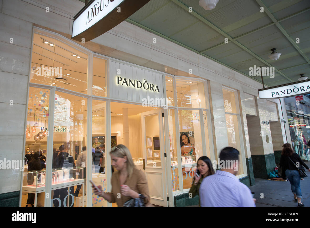 Jewellry Stores High Resolution Stock Photography and Images - Alamy