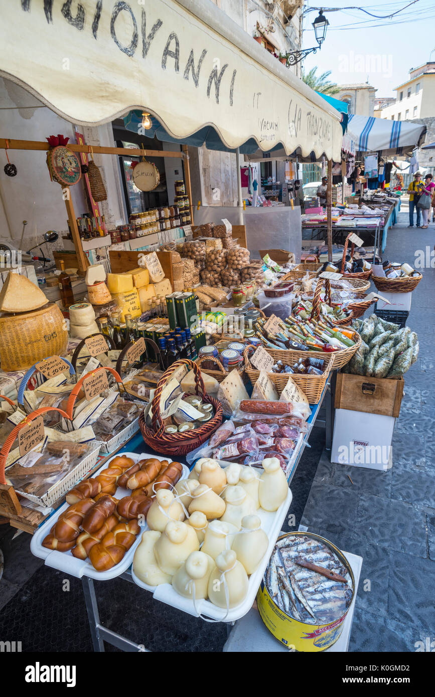 A delicatessen stall at The Ortygia market at Syracuse, Sicily, Italy. - Stock Image