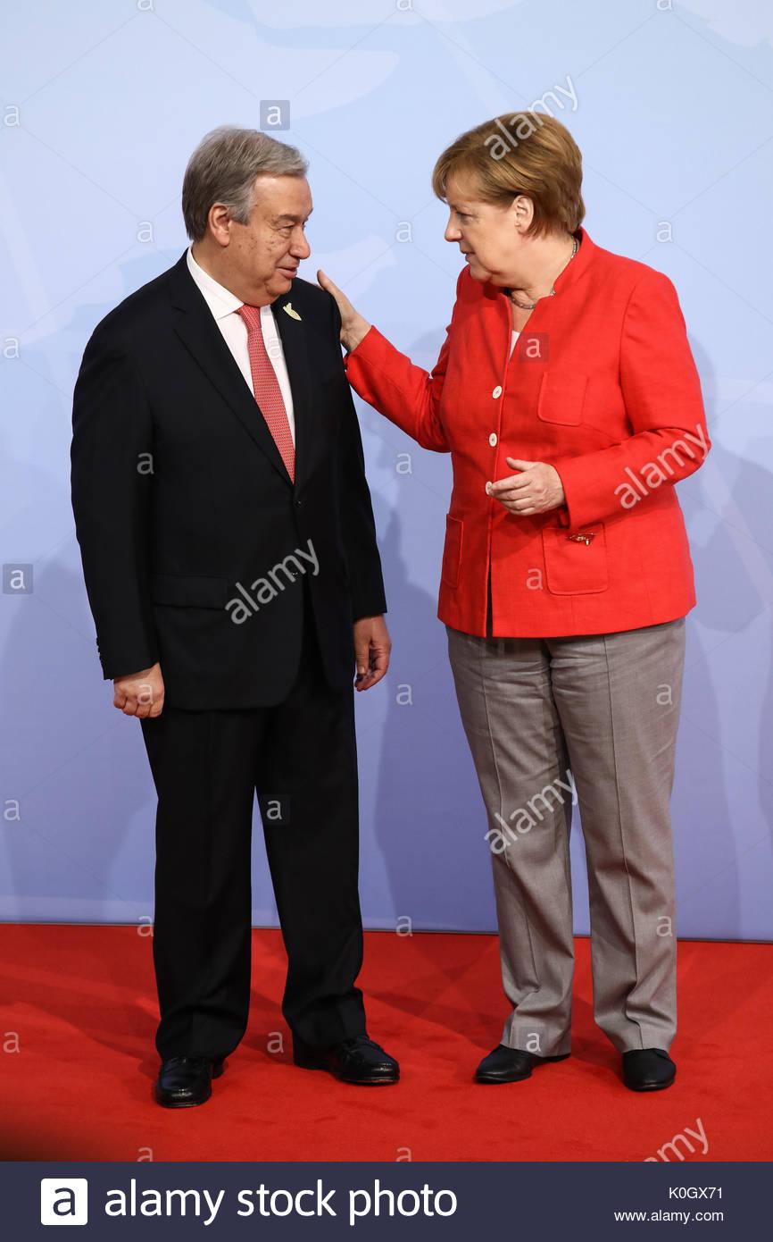 António Guterres, Generalsekretaer der Vereinten Nationen wird beim Defilee / Empfang zum G20 Gipfel in den Messehallen in Hamburg von Bundeskanzlerin - Stock Image