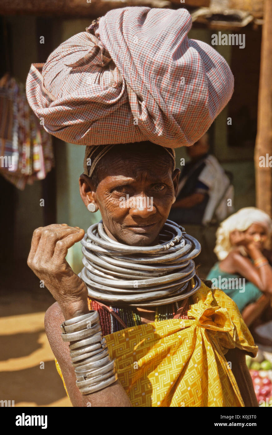 Tribal woman at weekly market, Onukudeloe, Odisha (Orissa), India - Stock Image