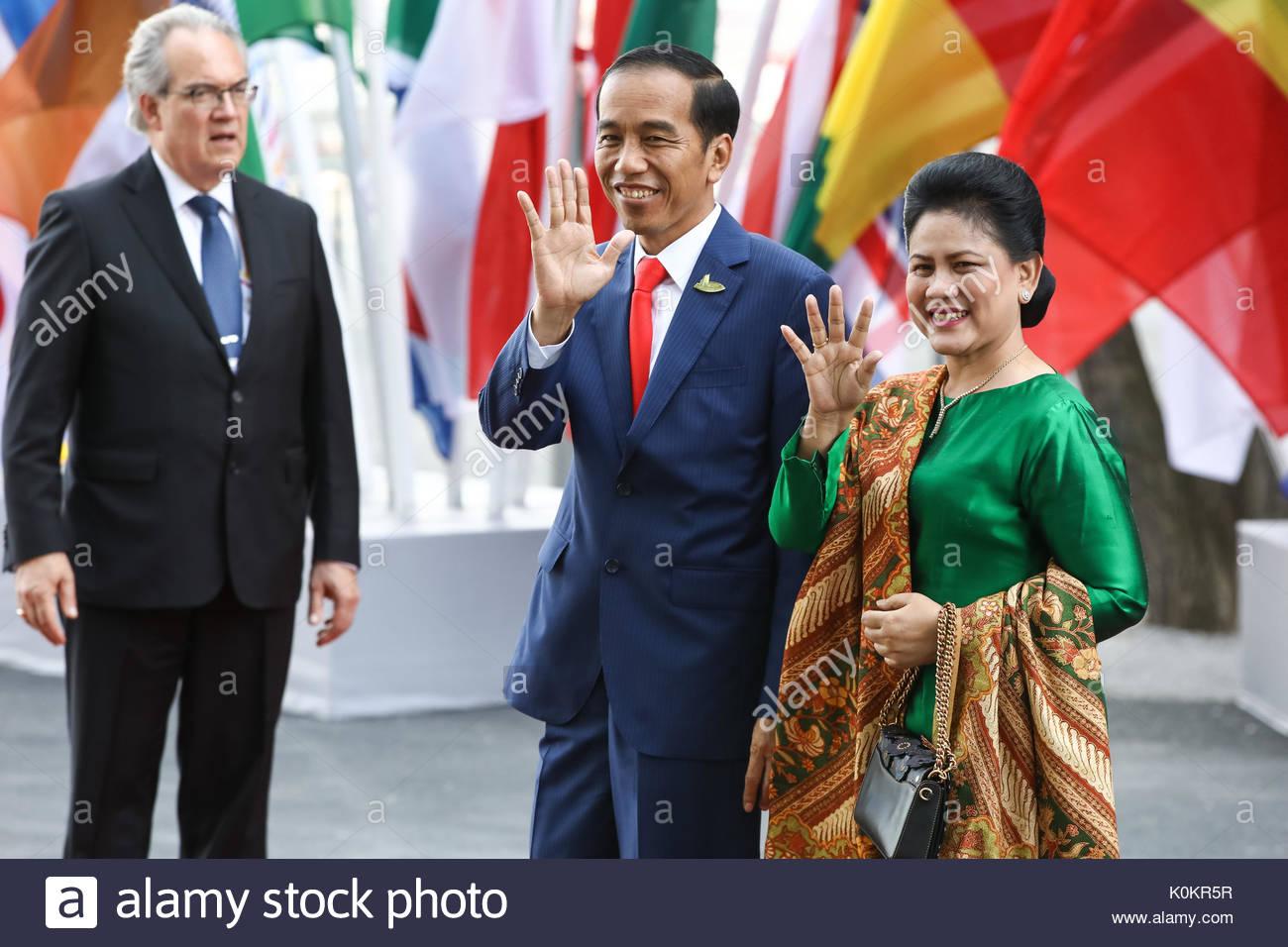 Joko Widodo, Staatspräsident Indonesiens mit seiner Ehefrau Iriana Joko Widodo beim Eintreffen zum G20-Konzert in der Elbphilharmonie in Hamburg. - Stock Image