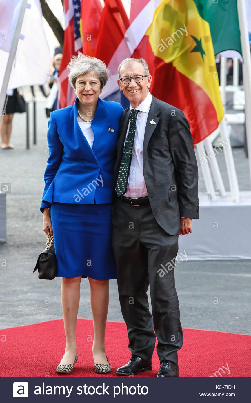 Theresa May,  Premierministerin Großbritanniens mit ihrem Ehemann Philip John May beim Eintreffen zum G20-Konzert in der Elbphilharmonie in Hamburg. - Stock Image
