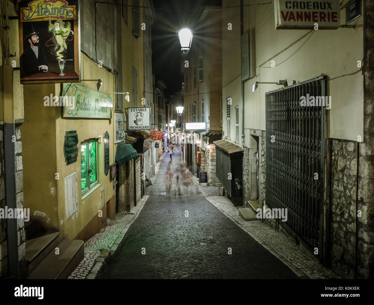 Narrow street in Antibes, Cote d'Azur, France - Stock Image