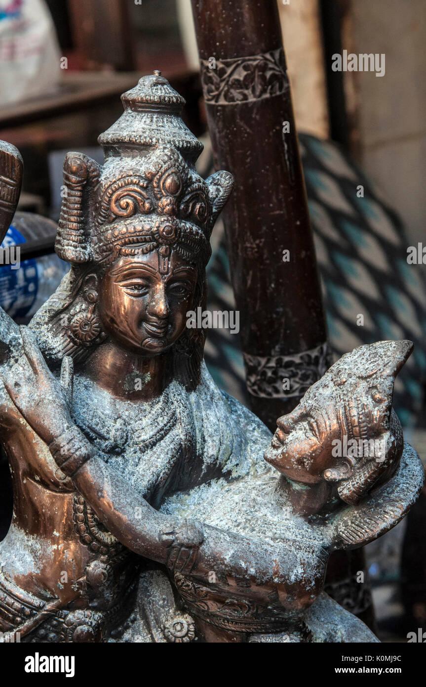old antique statue sale, Chor Bazaar, Mumbai, Maharashtra, India, Asia - Stock Image