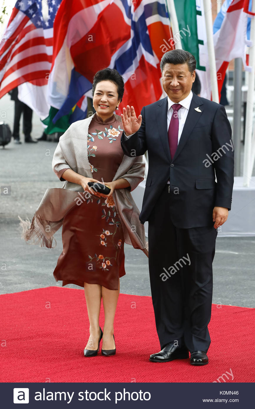 Xi Jinping,  Staatspräsident Chinas mit seiner Ehefrau Peng Liyuan beim Eintreffen zum G20-Konzert in der Elbphilharmonie in Hamburg. - Stock Image