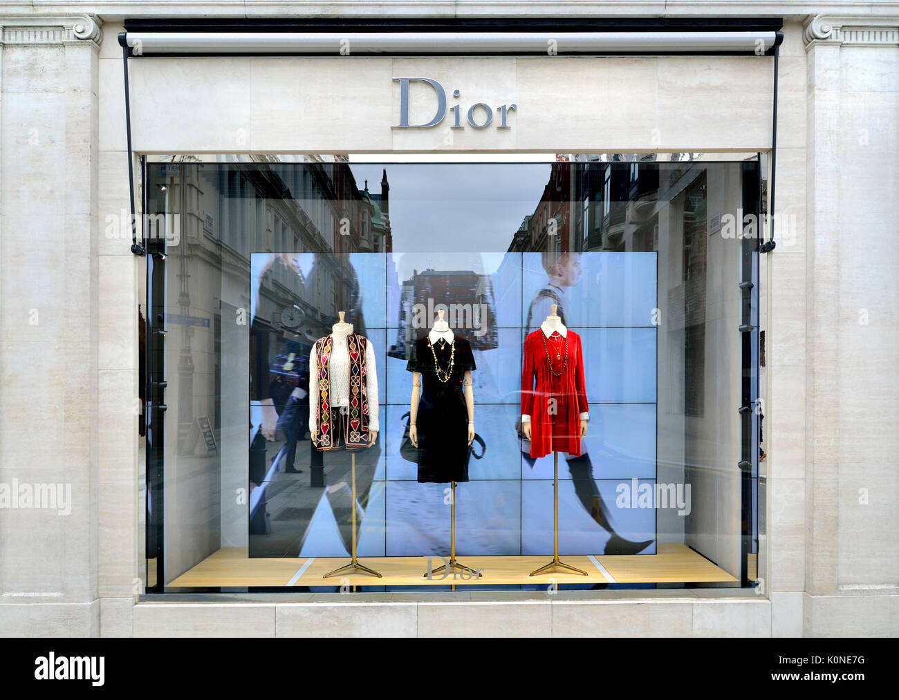 384521c16c7e Dior Shop Window Display Stock Photos   Dior Shop Window Display ...
