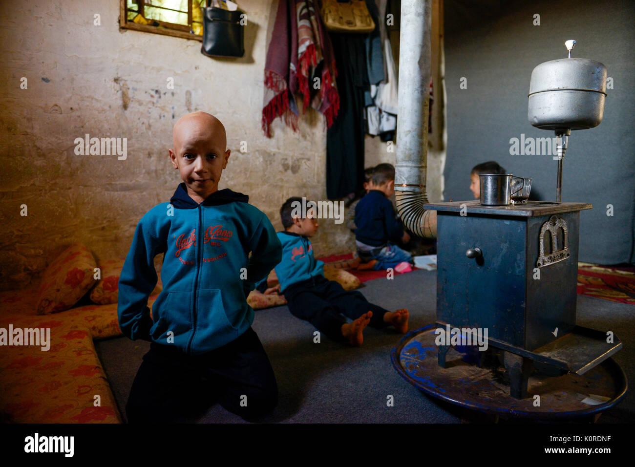 LEBANON Deir el Ahmad, a maronite christian village in Beqaa valley, syrian refugee camp / LIBANON Deir el Ahmad, ein christlich maronitisches Dorf in der Bekaa Ebene, Camp fuer syrische Fluechtlinge, Huette von Soumaya Alkhatib, die Mutter des Jungen Ahmad, Ahmad im Bild hat heute 11. Geburtstag - Stock Image