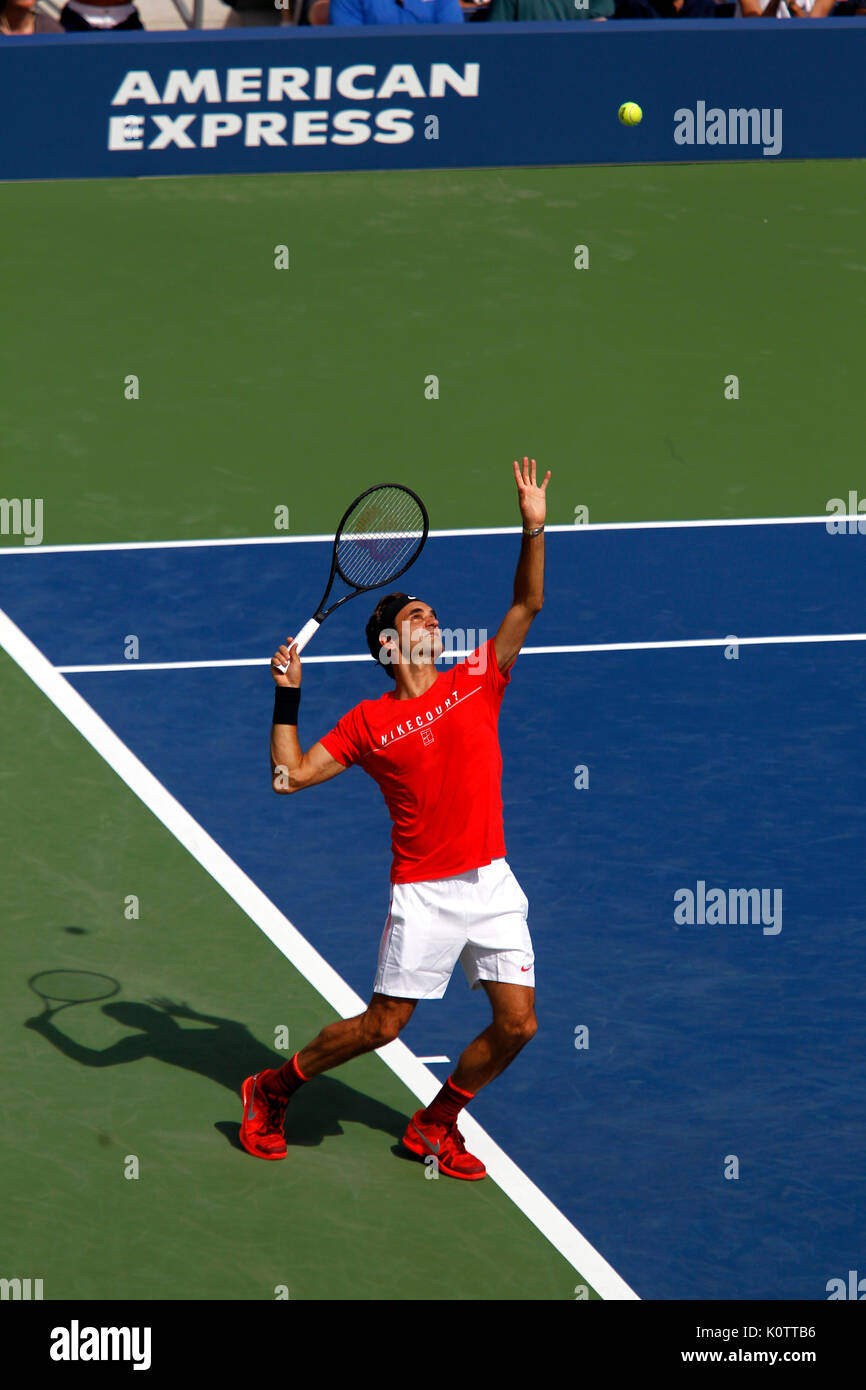 New York, United States. 23rd Aug, 2017. US Open Tennis: New York, 23 August, 2017 - Roger Federer of Switzerland practicing at the National Tennis Center in Flushing Meadows, New York in preparation for the US Open which begins next Monday, August 28th Credit: Adam Stoltman/Alamy Live News - Stock Image