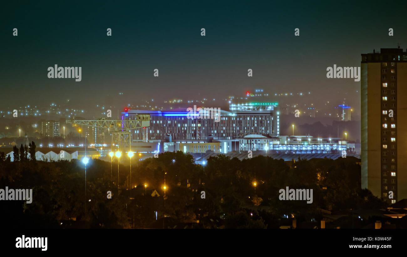 Glasgow, Scotland, UK. 24th Aug, 2017. Emergency helicopter arrives at Glasgow Queen Elizabeth University Hospital Stock Photo