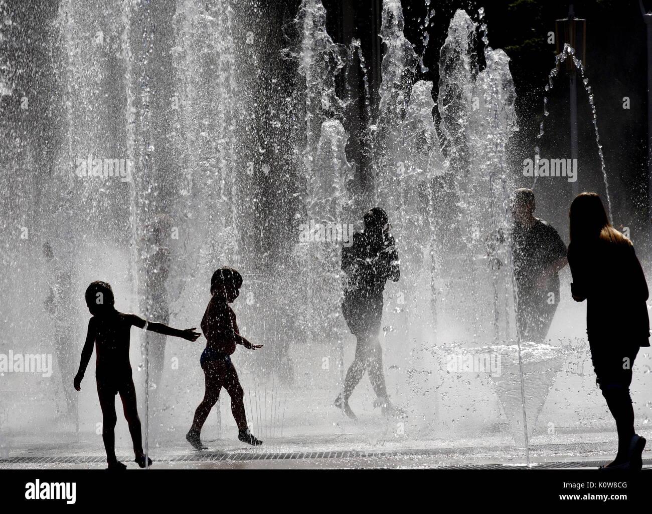 YAROSLAVL, RUSSIA - AUGUST 7, 2017: Children play in a fountain. Valery Matytsin/TASS - Stock Image