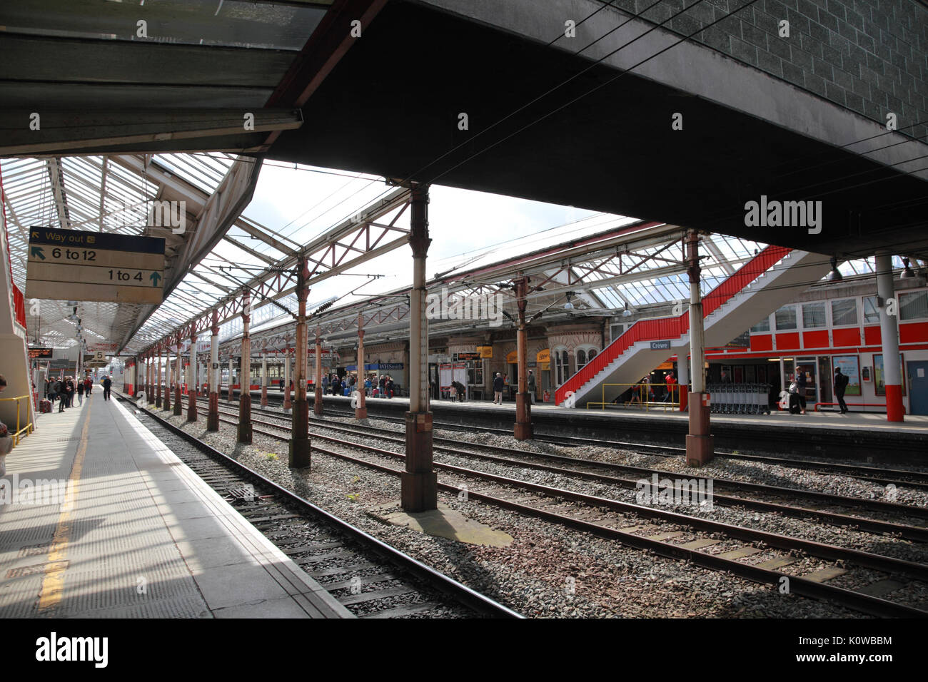 Platforms 5 and 6, Crewe Station, currently (2017) used for the Virgin West Coast trains from London to Glasgow - Stock Image