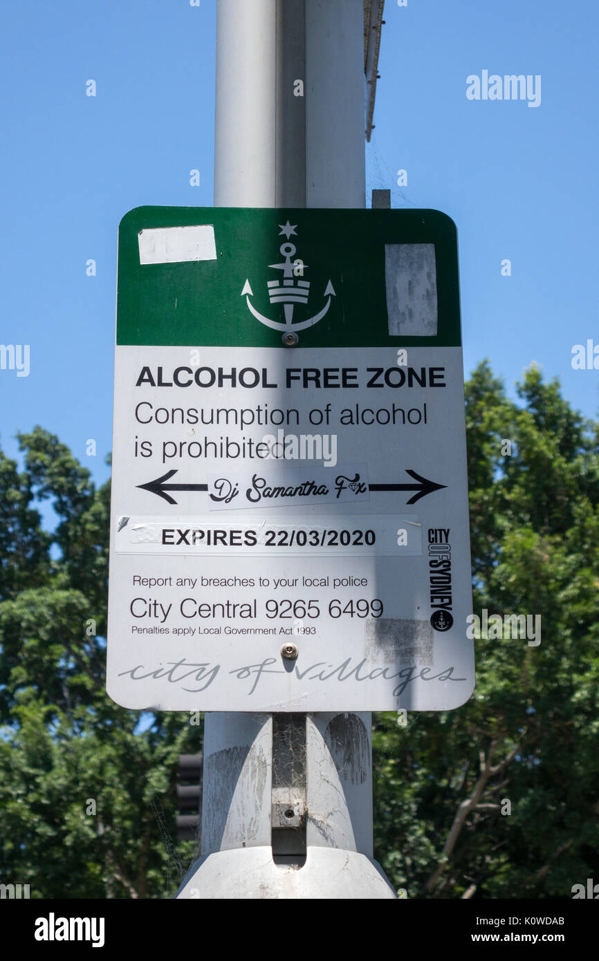Posted On A Street Sign In Sydney Australia Alcohol Free Zone, Banning Public Consumption Of Alcohol On The Streets In This Area Near Hyde Park - Stock Image