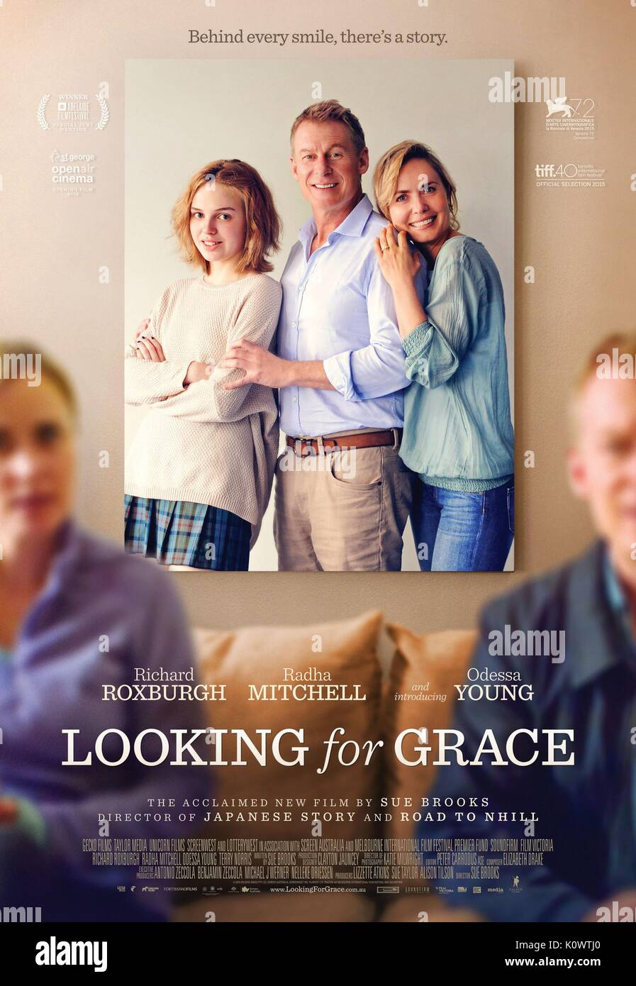 ODESSA YOUNG RICHARD ROXBURGH & RADHA MITCHELL LOOKING FOR GRACE (2015) - Stock Image