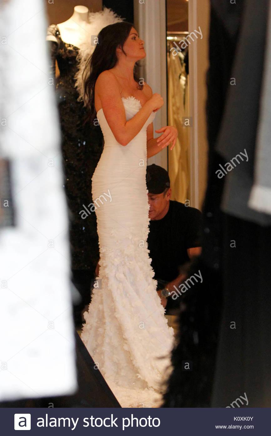 Courtney Robertson. \'The Bachelor\' contestant Courtney Robertson ...