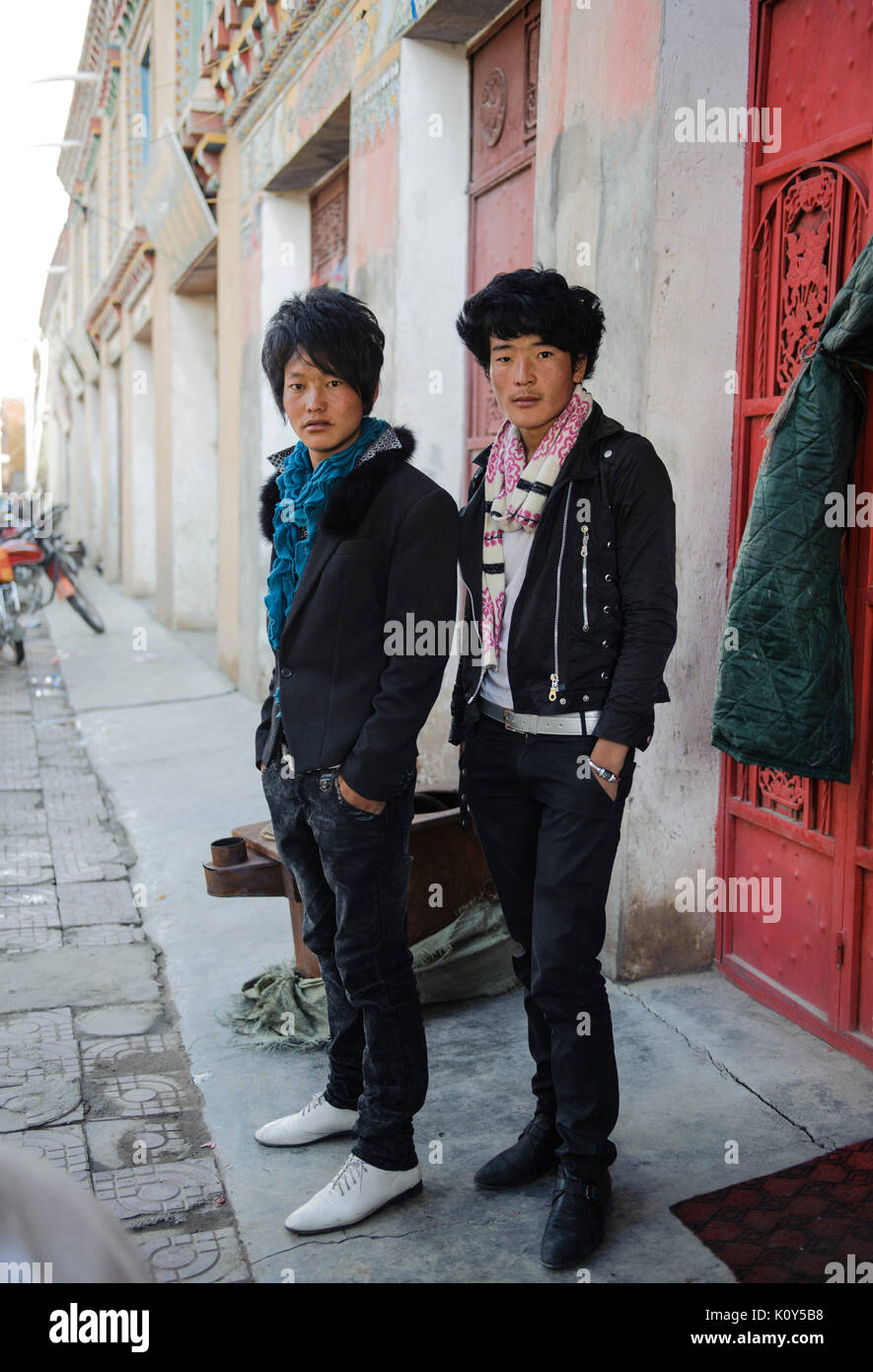 Modern day Tibetan fashionistas, those who have left traditional life and have been absorbed by Chinese fashion. Kham, Tibet - Stock Image