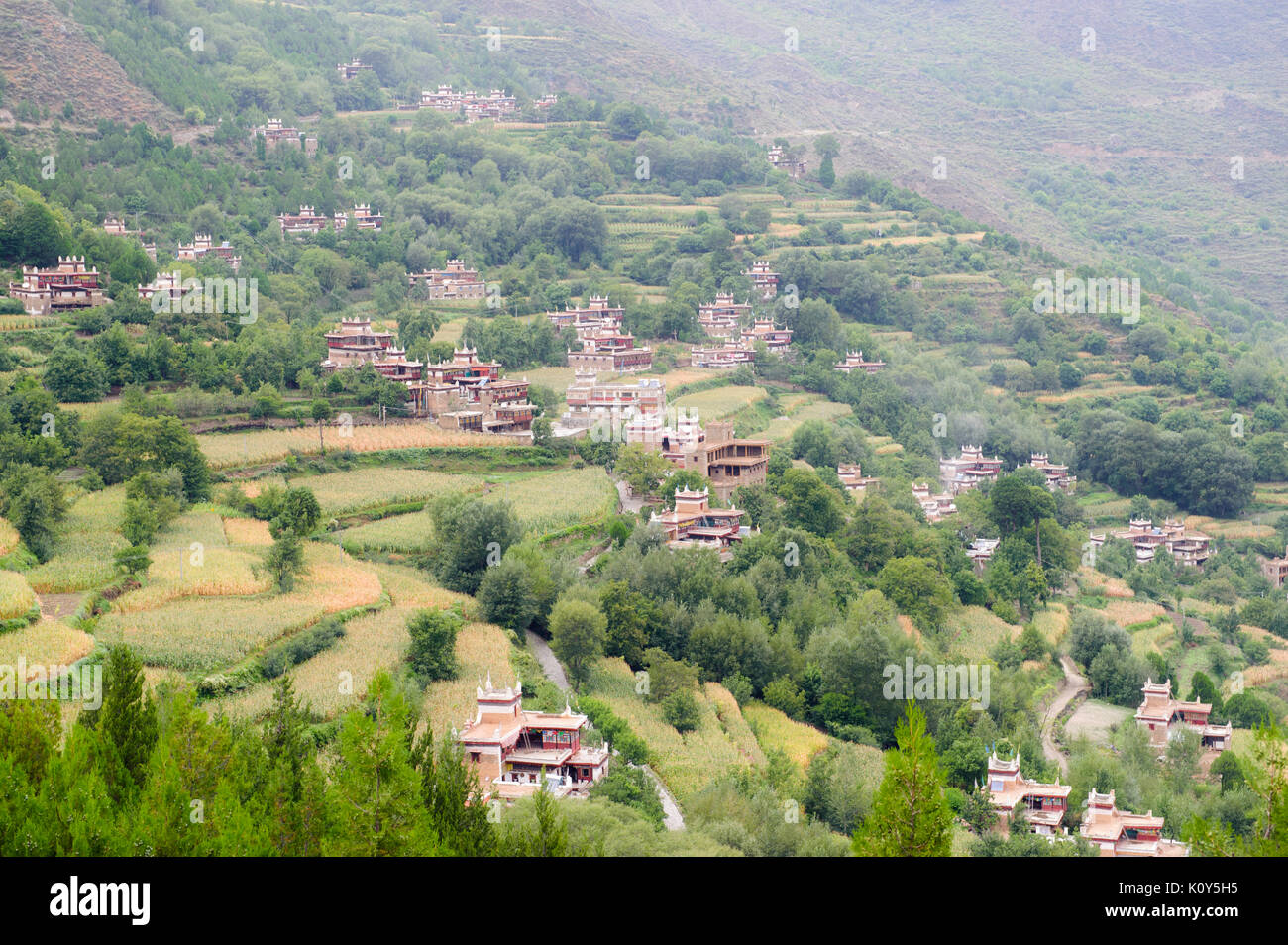 The village of Danpa in the fertile highlands of Kham, Tibet - Stock Image
