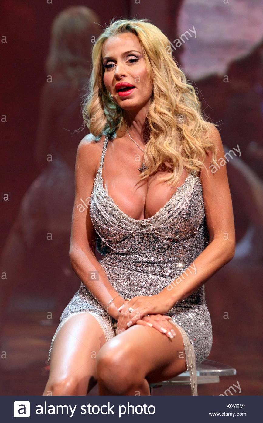 Pussy Celebrites Valeria Marini naked photo 2017