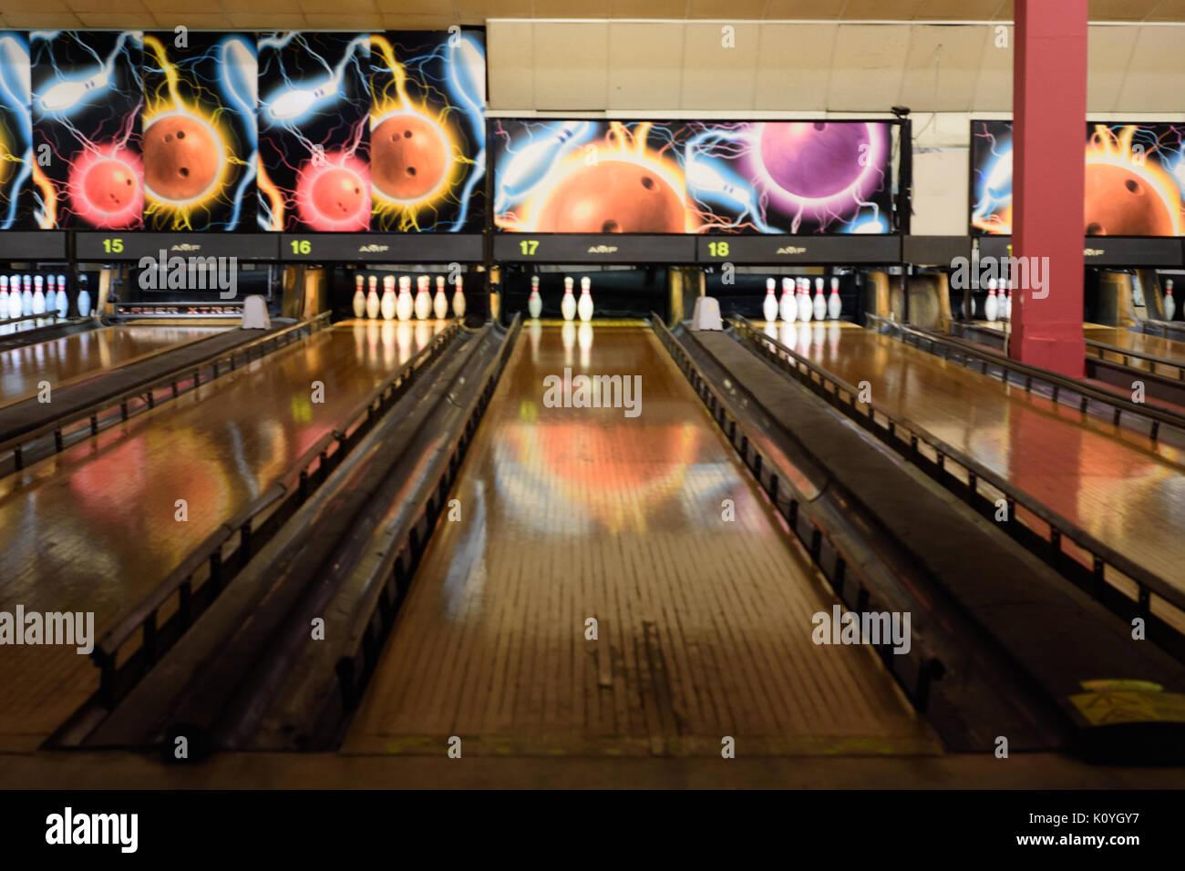 Ten Pin Bowling Stock Photos & Ten Pin Bowling Stock Images - Alamy