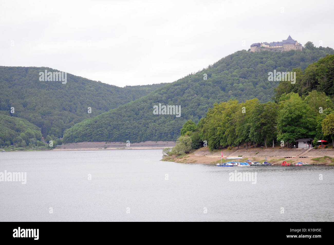 Waldeck Castle and the gorge which the attacking aircraft had to dive into (to the left of the castle in this view) seen from the Eder dam. - Stock Image
