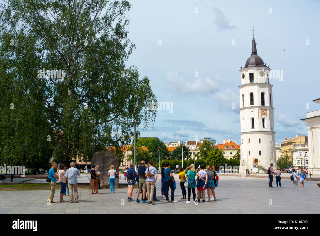 Tourist group, Katedros aikste, Cathedral Square, Vilnius, Lithuania - Stock Image