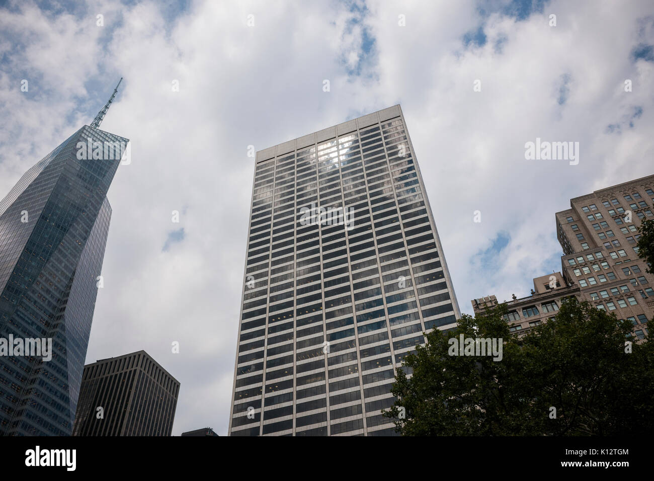 Sun reflected in the windows of the Grace Building in Midtown Manhattan in New York on Monday, August 21, 2017. (© Richard B. Levine) - Stock Image