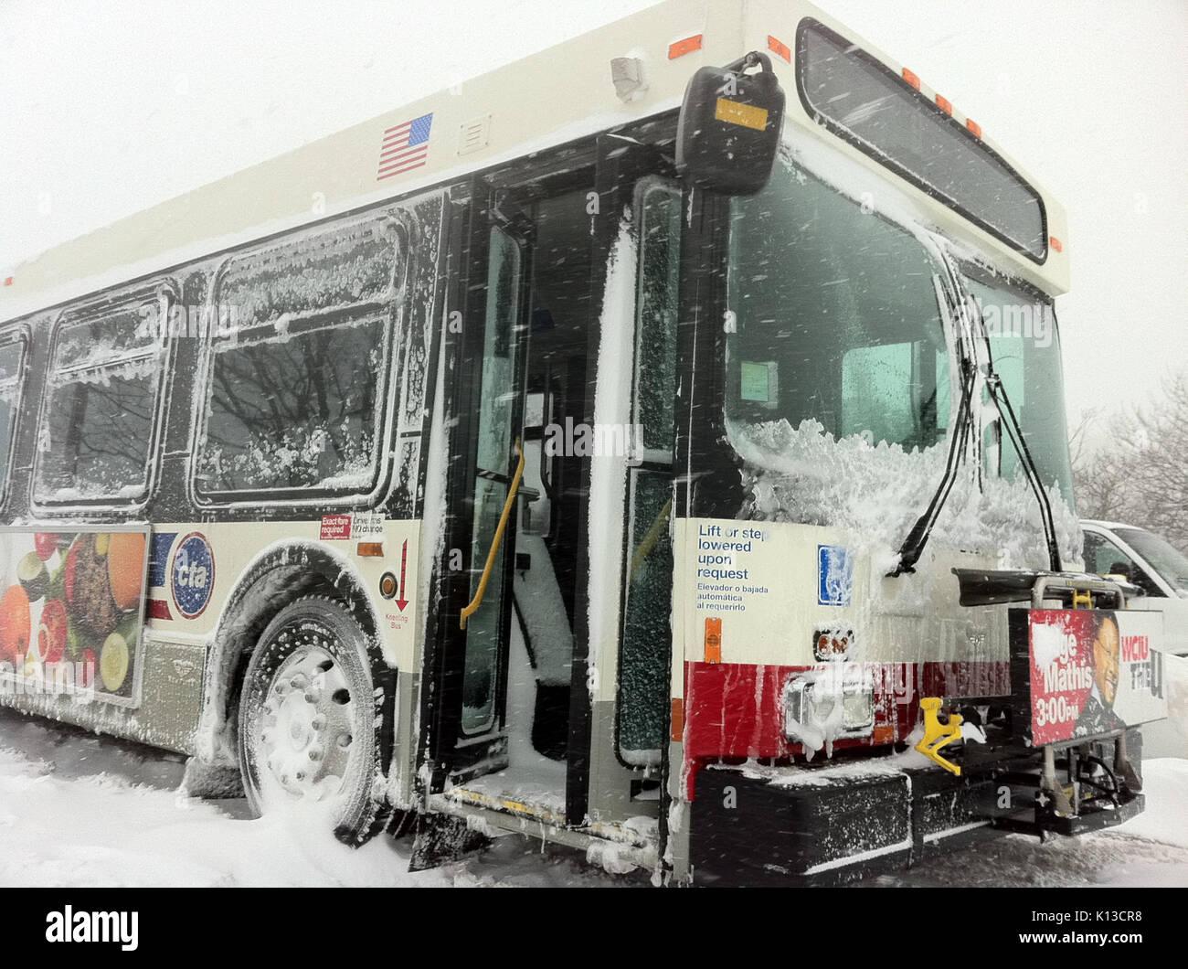 Abandoned bus on LSD chicago feb 2 2011 - Stock Image