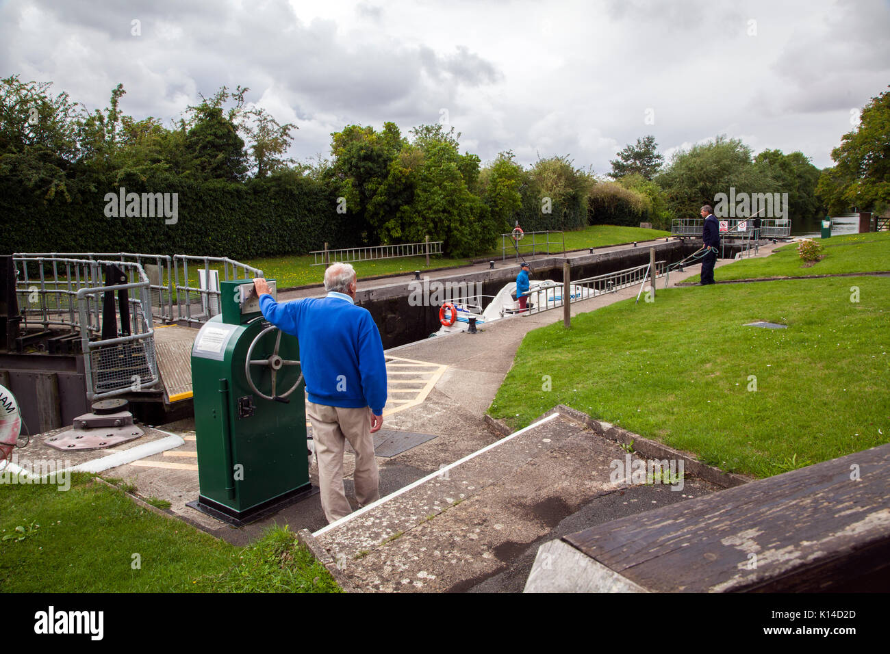 River Thames lock keeper operating the locks at Culham Lock, Culham in Oxfordshire - Stock Image