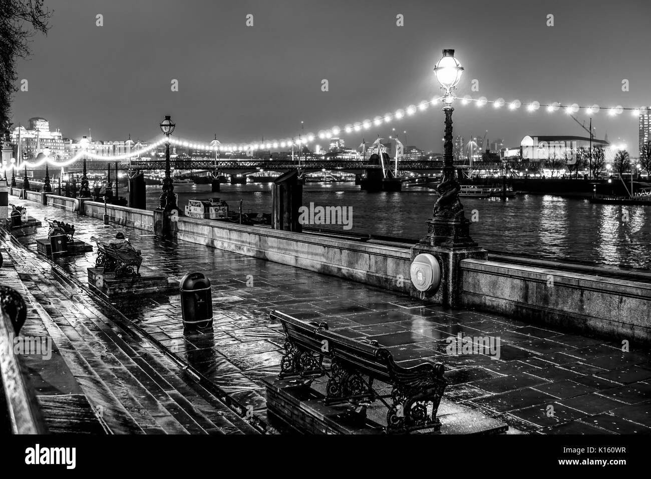 The wonderful banks of River Thames in London - a romantic place - LONDON / ENGLAND - DECEMBER 6, 2017 - Stock Image