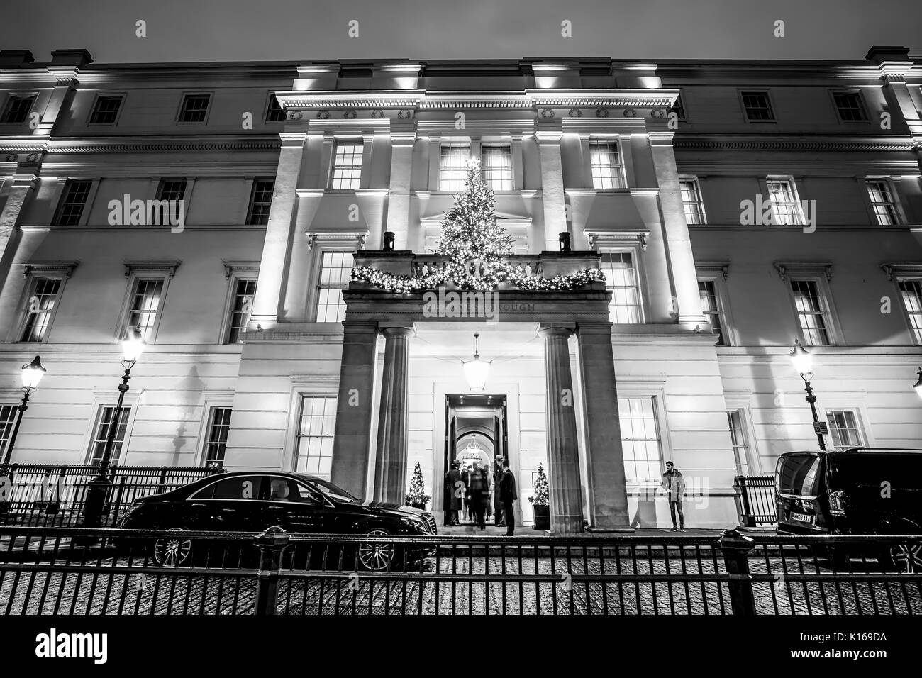 Main Entrance of Lanesborough hotel in London - LONDON / ENGLAND - DECEMBER 6, 2017 - Stock Image