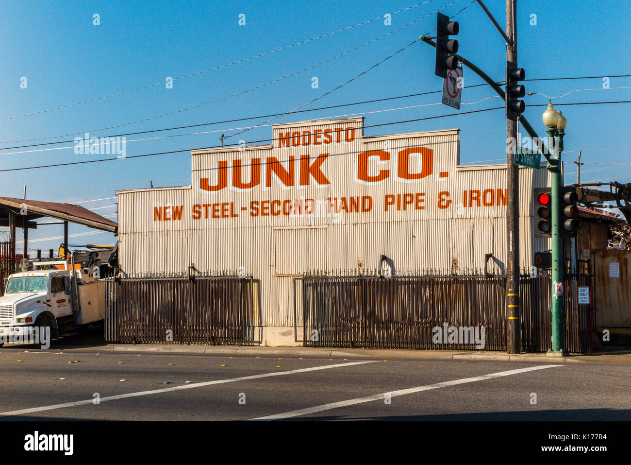 Modesto Junk company a metal recycler and seller of used metals. - Stock Image