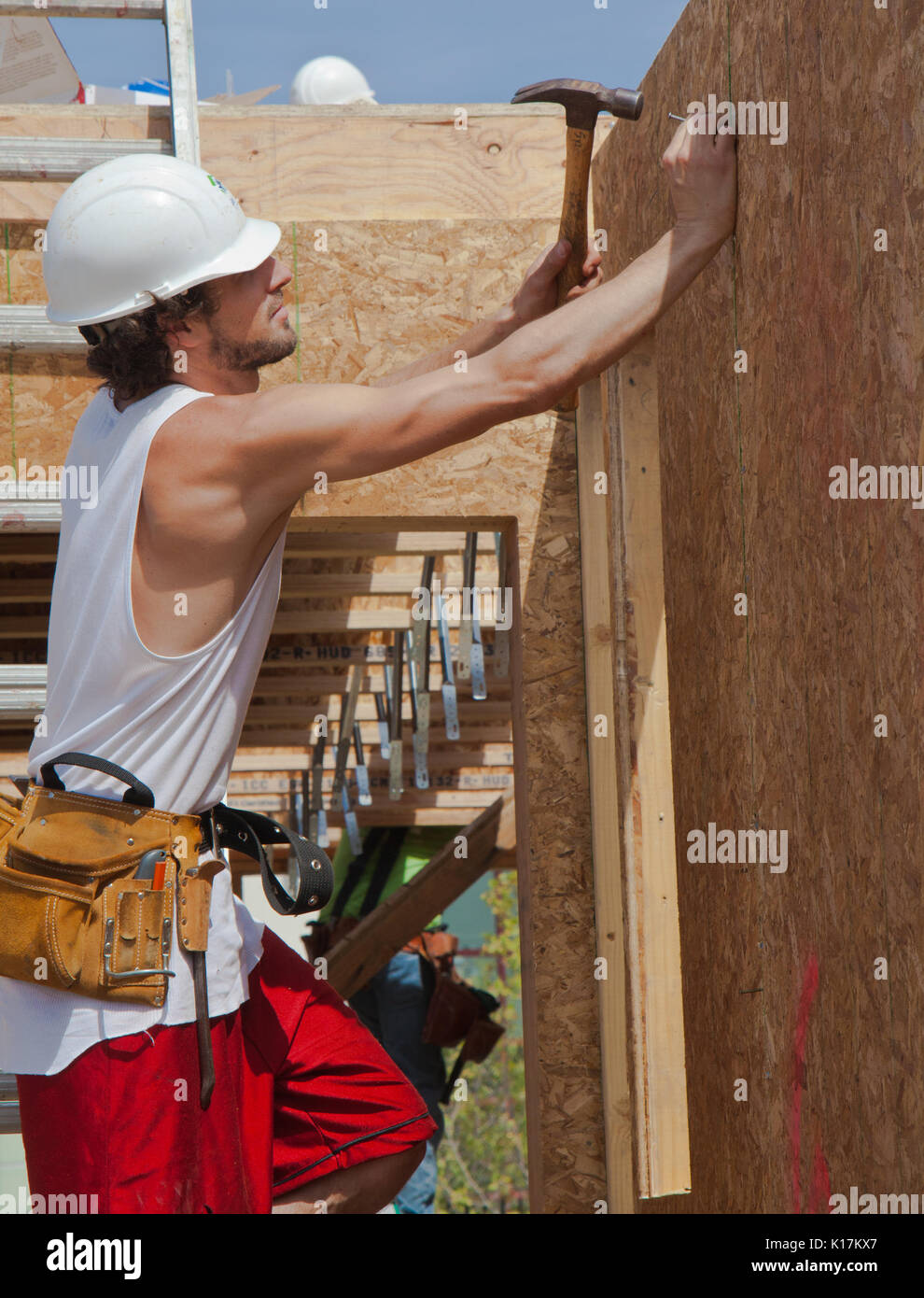 Man builds wall for home for Habitat For Humanity, Kinsell Commons, Oakland, Calif, Apr 16, 2011 - Stock Image