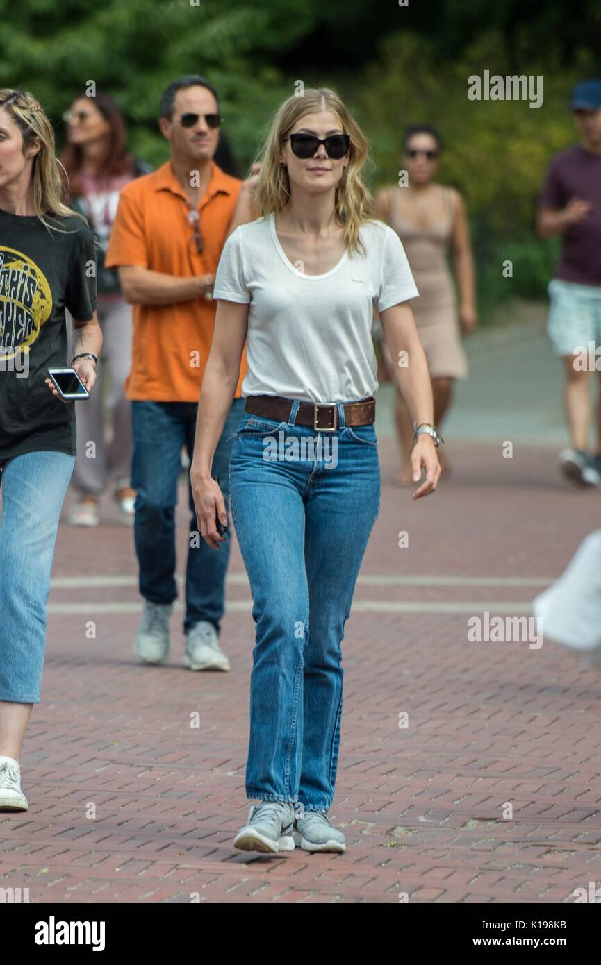 Rosamund Pike, on the set of 'Three Seconds' filming in Central Park out and about for Celebrity Candids - FRI, , New York, NY August 25, 2017. Photo By: Steven Ferdman/Everett Collection - Stock Image