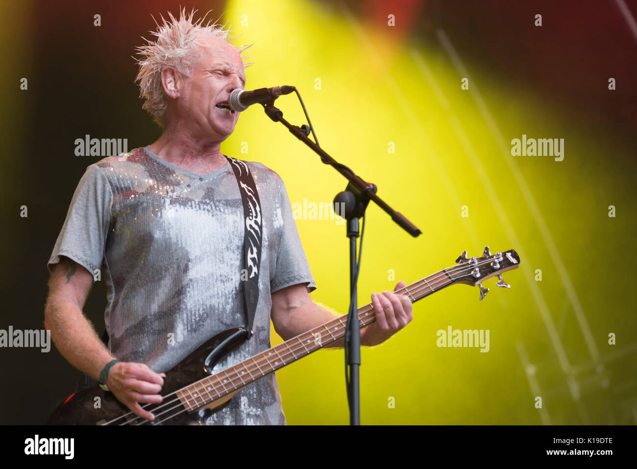 """Belfast, Northern Ireland. 27/08/2017 - Greg Cowan from Belfast punk rock band """"The Outcasts"""" plays at the Custom Stock Photo"""