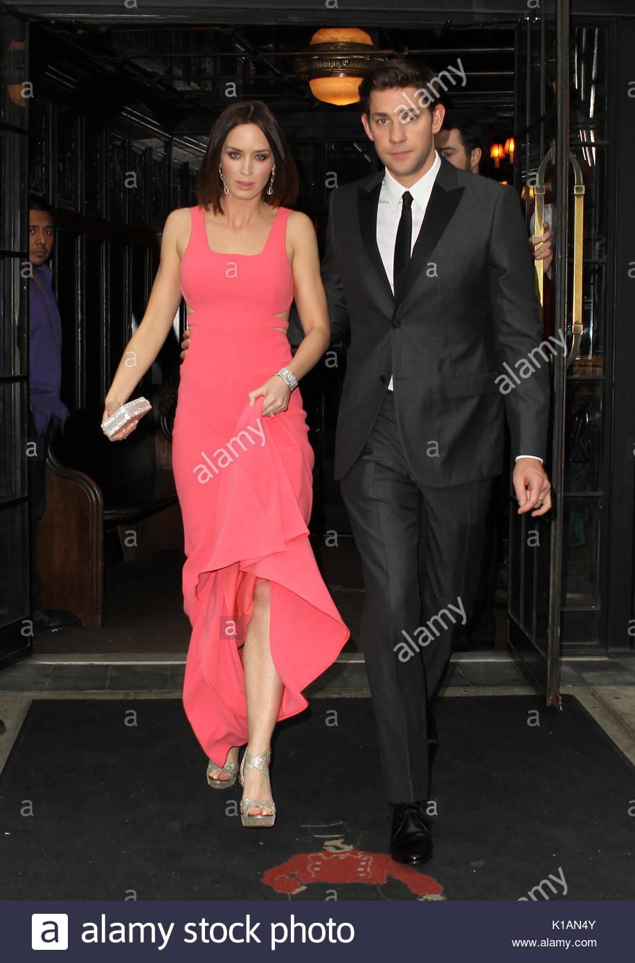 Emily Blunt And John Krasinski Actress Emily Blunt Wearing A