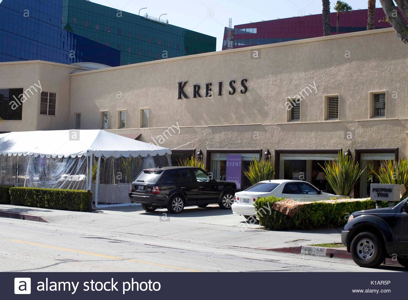 Lindsay Lohan Goes Shopping With A Film Crew At Kreiss Furniture Store On  Melrose Ave, West Hollywood.