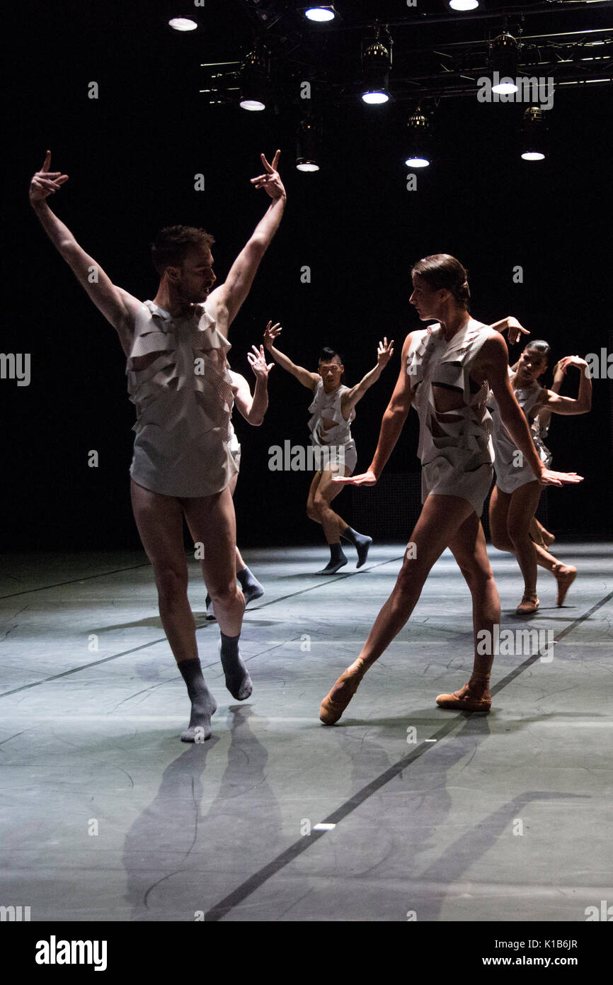 *** USAGE ONLY IN CONNECTION WITH RUHRTRIENNALE REPORTING *** Essen, Germany, 23 August 2017. Dancers performing the section 'Model'. American choreographer Richard Siegal presents Three Stages: 'Model', 'In Medias Res' and as a world premiere 'El Dorado' at PACT Zollverein for the Ruhrtriennale cultural festival 2017. - Stock Image