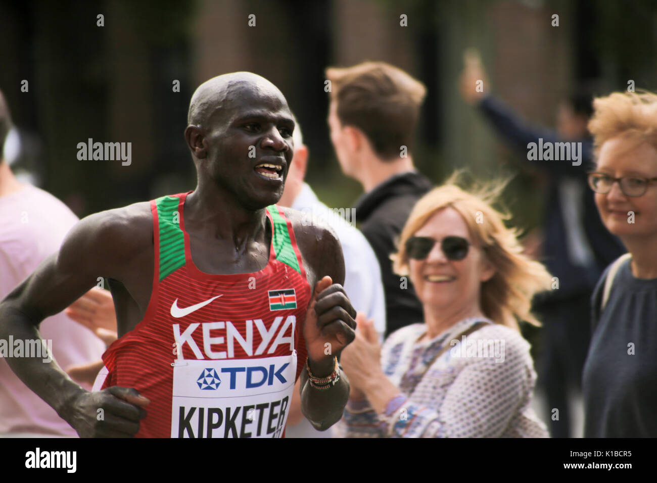 6 Aug '17 London: Kenyan athlete  GIDEON KIPKEMOI KIPKETER in 2017 World Athletics Championship men's marathon on way to 5th place in 2:10:56 - Stock Image