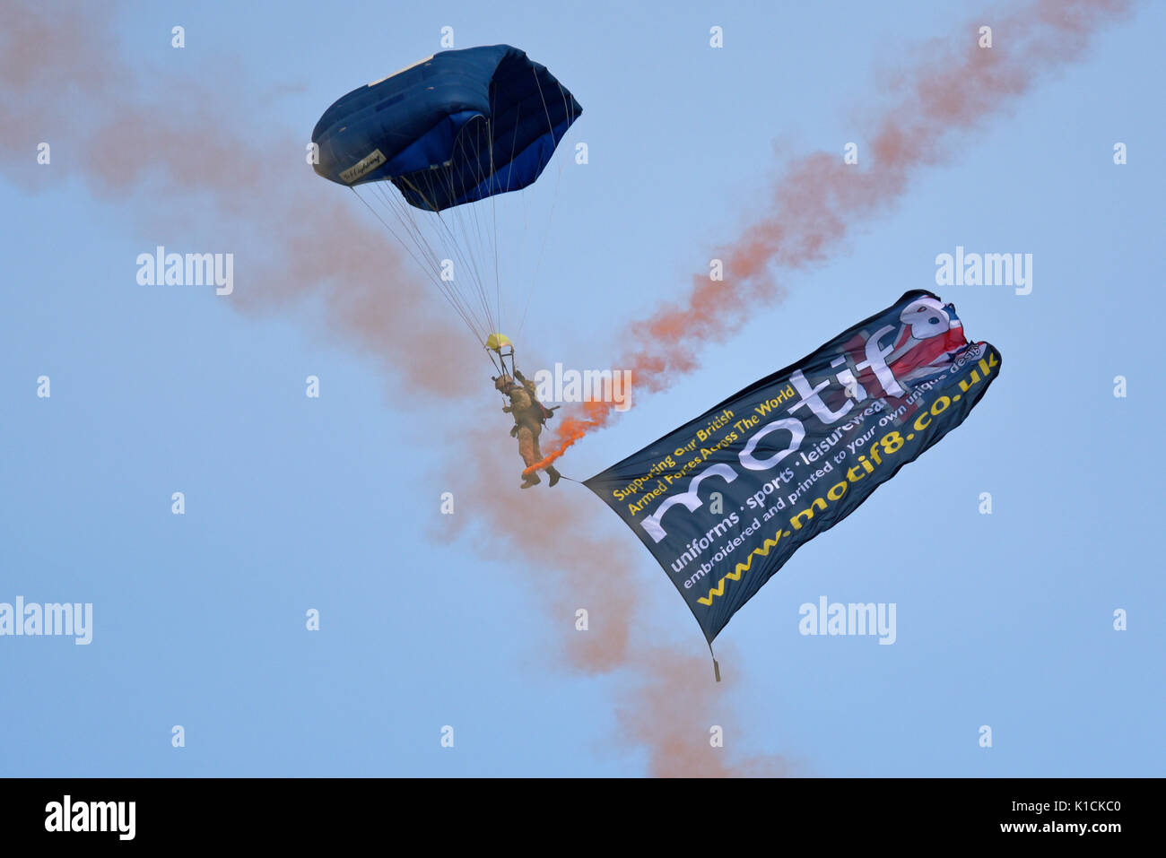 The Tigers The Princess of Wales's Royal Regiment's Parachute display team of the British Army parachuting during the Clacton airshow. Motif8 flag - Stock Image