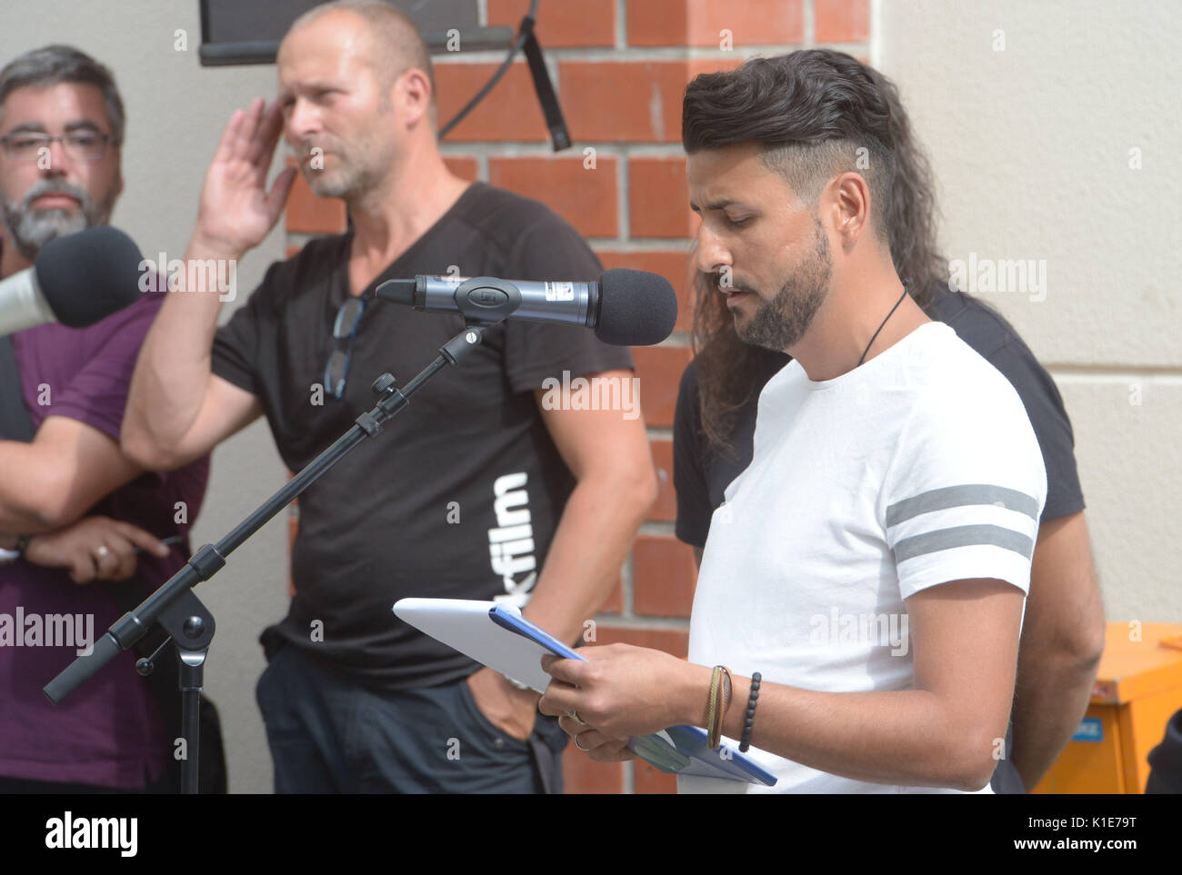 Ibrahim Arslan, survivor of the arson attack in Moelln in November 1992, speaks during the unveiling of a stele in commemoration of the racist riots in Rostock-Lichtenhagen in 1992 in front of the apartment block 'Sonnenblumenhaus' in Rostock, Germany, 26 August 2017. The memorial is titled 'Selbstjustiz' (lit. 'Self Justice'). In August 1992, residents and neo-Nazis had spent several days attacking and commiting arson at the central reception center for asylum seekers and a home of Vietnamese workers while many spectators applauded. The police was unable to control the situation. Photo: Stefa - Stock Image