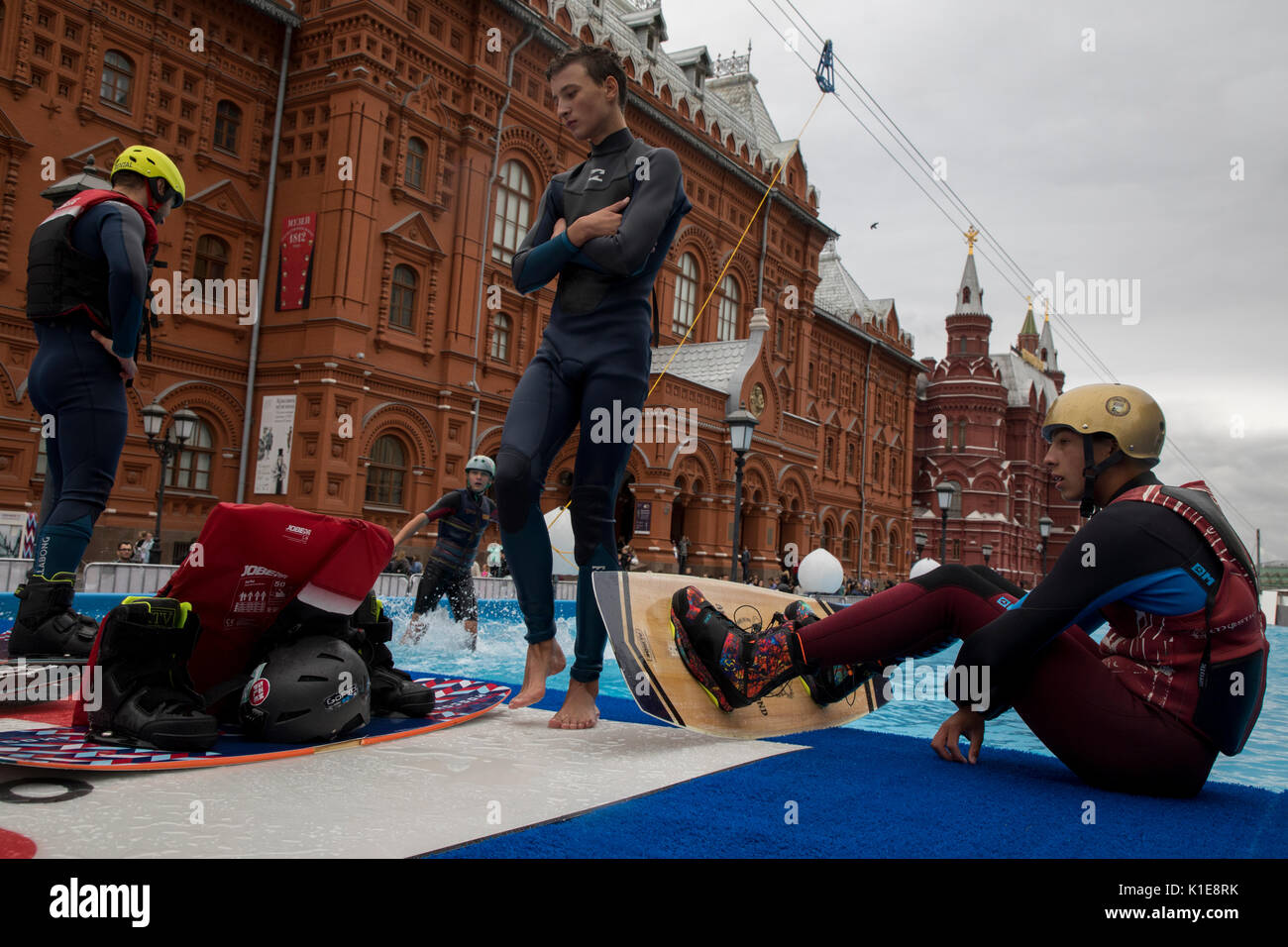 Moscow, Russia. 25th of August, 2017. Wakeboard riders are preparing to go at the wake park near the Red square in the center of Moscow, Russia Credit: Nikolay Vinokurov/Alamy Live News - Stock Image