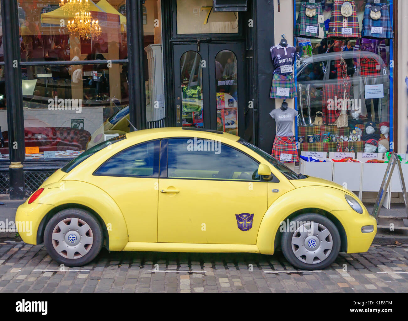 Edinburgh, Scotland, UK. 26th August, 2017. Yellow Volkswagen Beetle parked on the streets of the city at the end of the last week of the 70th Anniversary of the Edinburgh International Fringe Festival. Credit: Skully/Alamy Live News - Stock Image