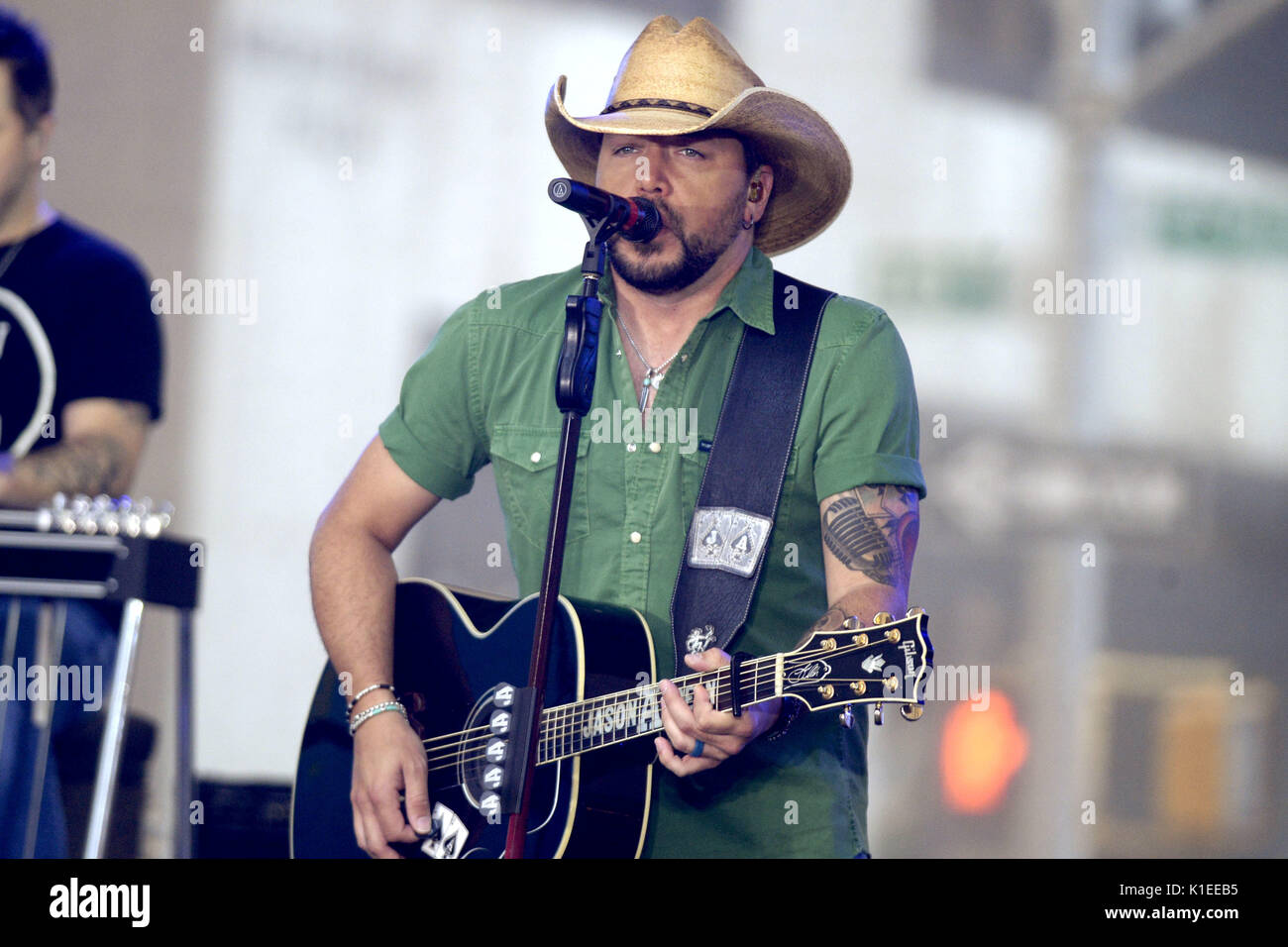 06b5305e67378 Jason Aldean performs live on stage at  NBC Today Show Citi Concert Series   at Rockefeller Plaza on August 25