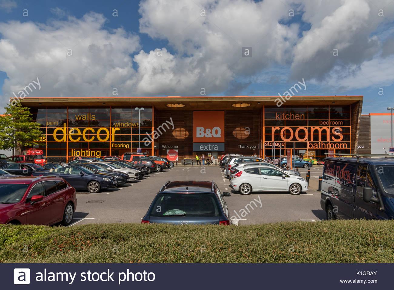 The exterior of the B&Q Store, Farnborough, Hampshire. - Stock Image