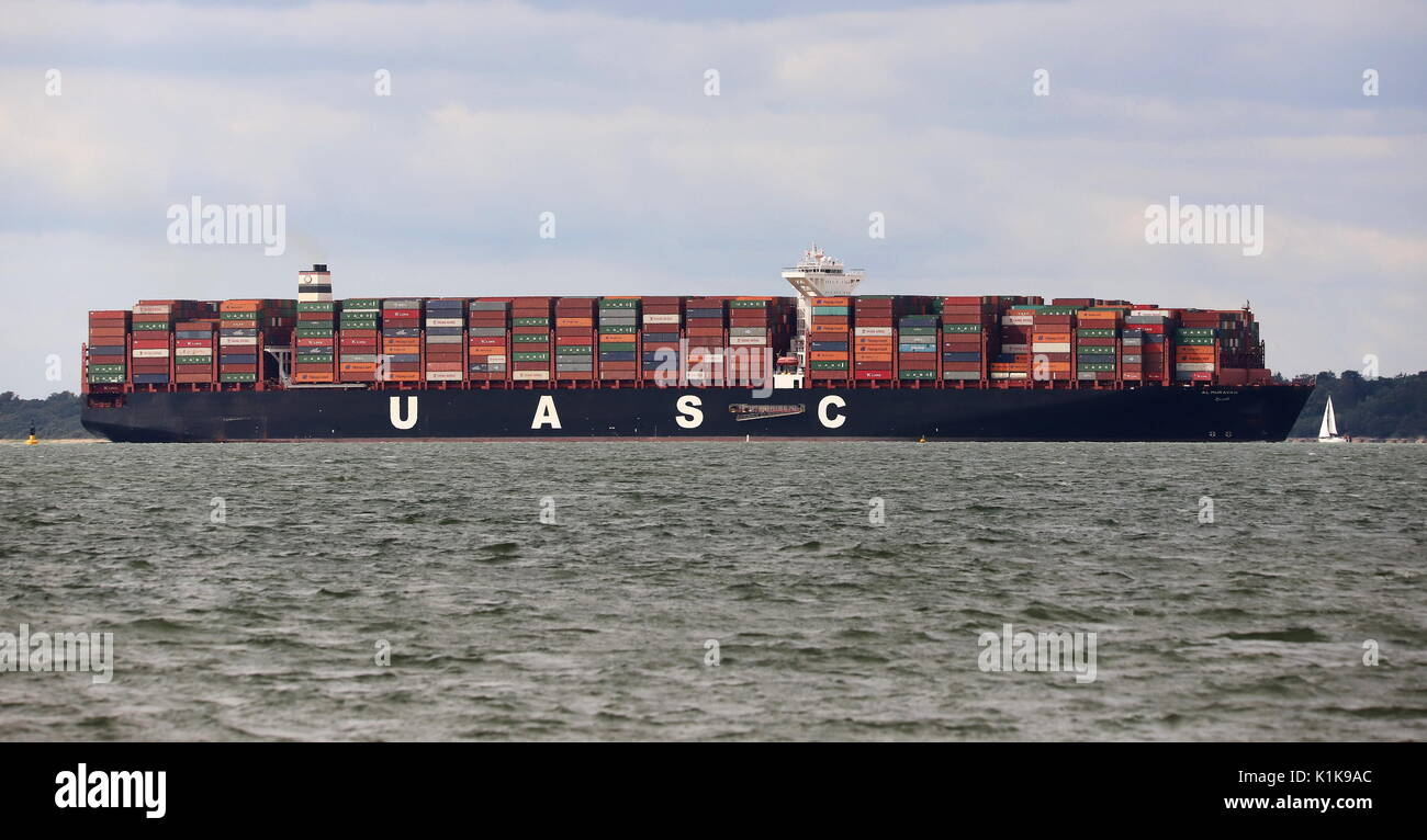 AJAXNETPHOTO. AUGUST, 2017. SOLENT, ENGLAND. - BOXSHIP INWARD BOUND - USAC CONTAINER SHIP AL MURAYKH (GRT 195,636) Stock Photo