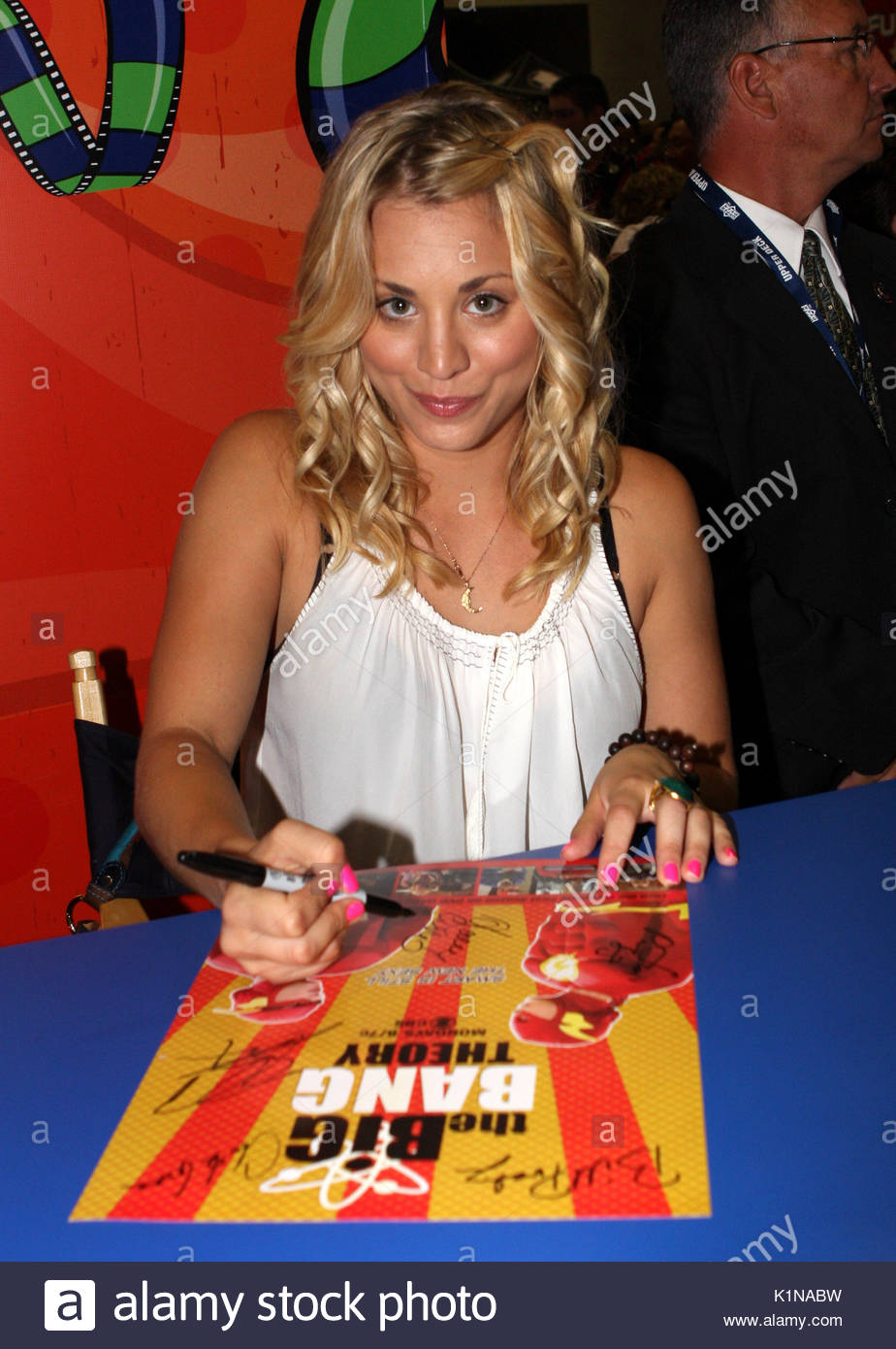 Kaley Cuoco The Cast Of The Big Bang Theory Had A Special Signing