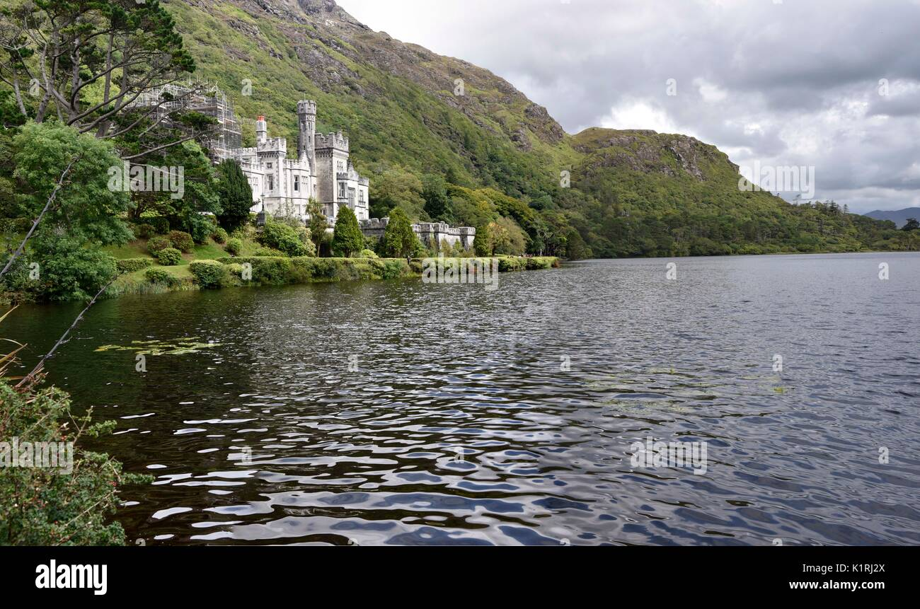Kylemore Abbey (Irish: Mainistir na Coille Móire) a Benedictine monastery founded in 1920 on the grounds of Kylemore Stock Photo
