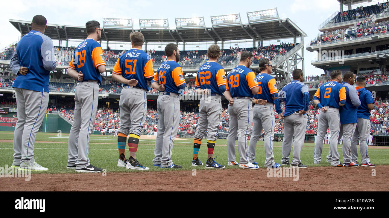 662e1da09 August 26, 2017 - Washington, District of Columbia, United States of  America - New York Mets stand in attention as the National Anthem is played  prior to ...